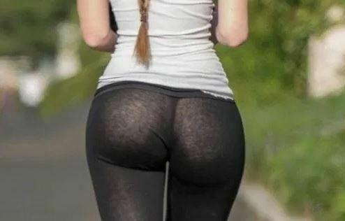 【画像】女さん、Hすぎる格好でランニングをしてしまう